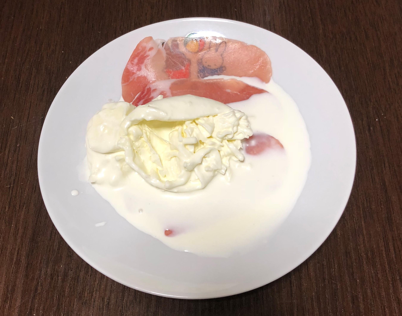 ブラータチーズと生ハム