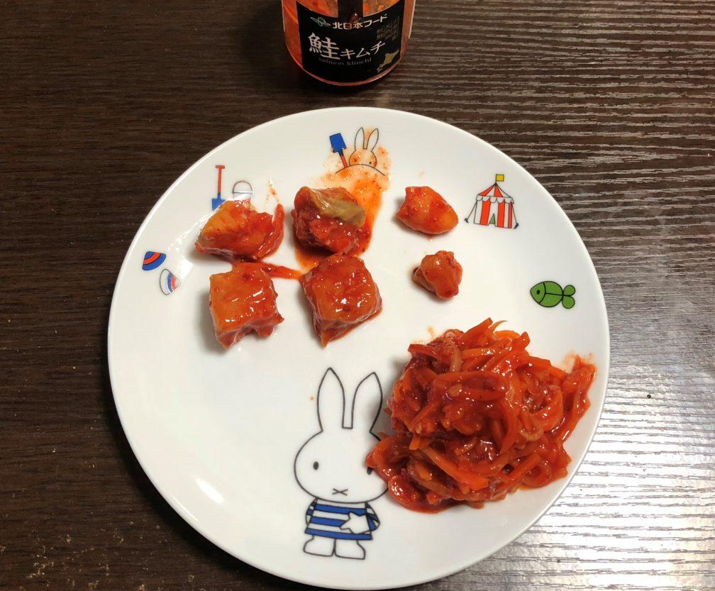 皿の上の鮭キムチ