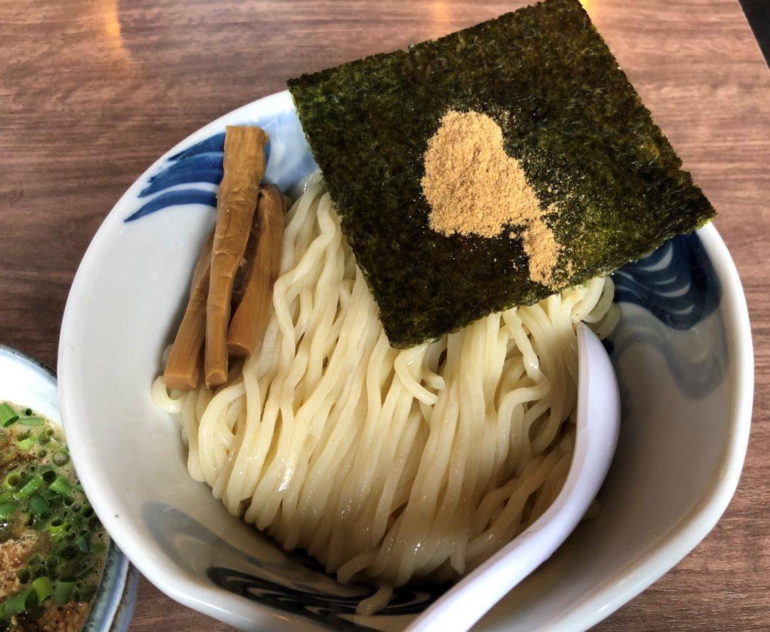 飛燕のつけ麺の麺