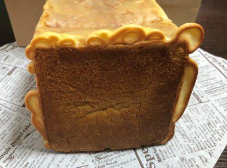 めろん食パンの底 焦げて美味しそうなクッキー生地が垂れた感じ
