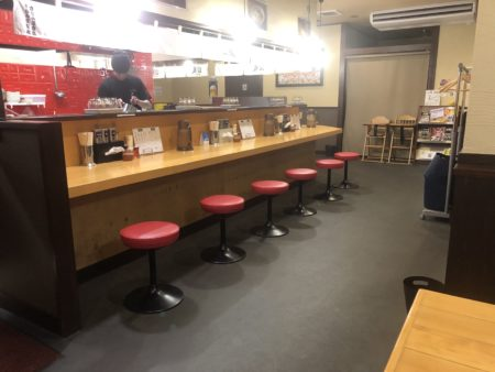 山嵐清田店の店内のカウンター