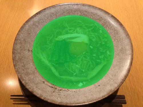 ヌイユのラーメンを緑に加工