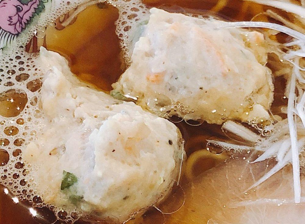 木蓮の焼きあご出汁醤油ラーメンの2個の肉団子