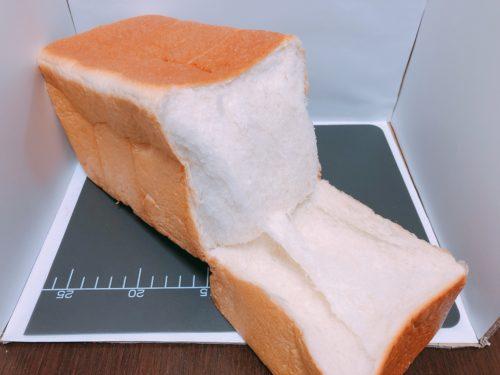 アンビシャスの食パンを割った