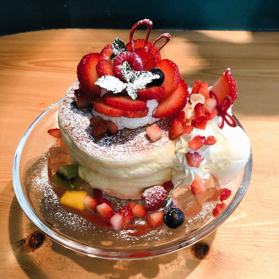 円山ぱんけーきのいちごのお花のパンケーキ