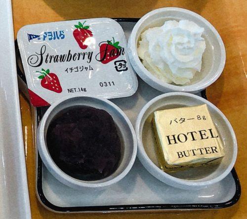 いちごジャム、生クリーム、あんこ、バター