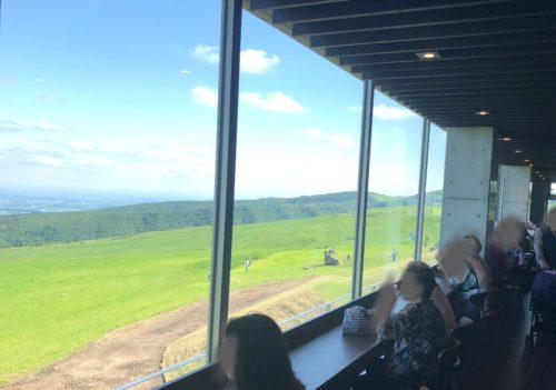 ナイタイテラスのカフェのカウンター席からの絶景