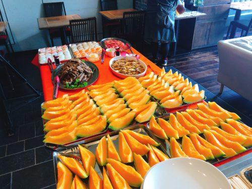 夕張メロンがいっぱいのテーブル