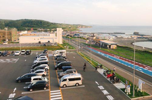 道の駅 あいろーど厚田の2階から見た駐車場