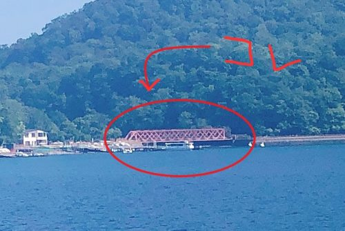 支笏湖の赤い橋