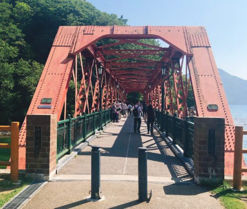 支笏湖の赤い橋 山線鉄橋の正面入口