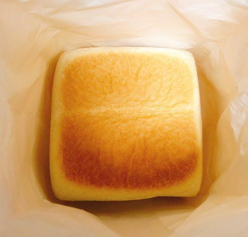 紙袋に入っている食パン