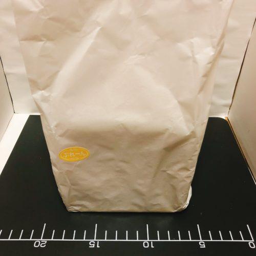 紙袋に入った食パン