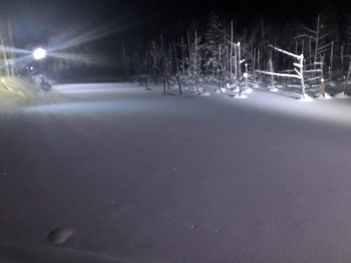 雪の降った青い池