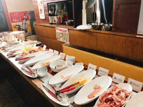 ミウラバーベキューの肉などのセルフコーナー