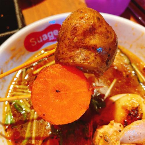 Suage天神のパリパリ知床鶏の野菜カレーのじゃがいもと人参の串揚げ