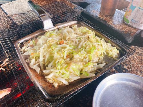 フライパンの上に野菜炒めの作りたて
