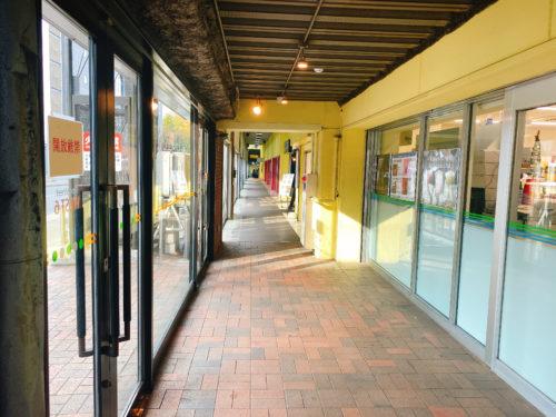 根室食堂 札幌JR店への高架下入り口
