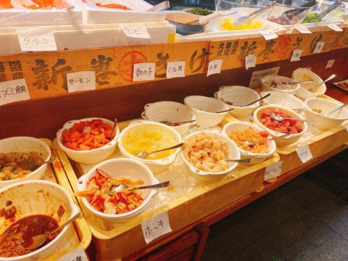根室食堂 札幌JR店のカウンターを利用した海鮮バイキング