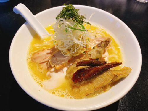 「雨はやさしく 2」の帆立ペースト鶏白湯の塩ラーメンのごぼう天ぷら