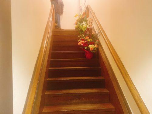 点と線 札幌狸小路店の急な階段