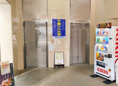 ふーも札幌店の入っているビルのエレベータ