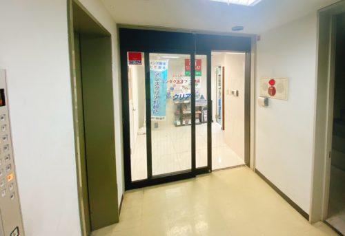 第2コンタクトオフビルのエレベーター6階を出たらすぐにメンズクリア北海道札幌店