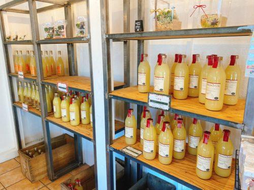 りんごとポテトのリンゴジュースの棚