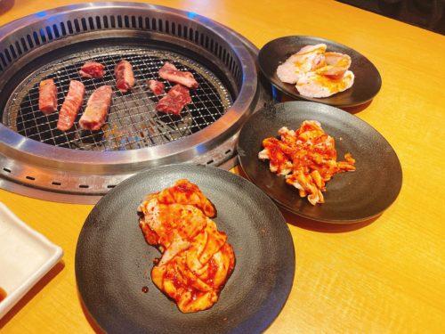 焼肉のテーブル