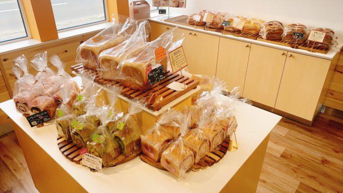 あんびしゃすの食パン売り場