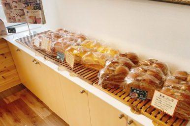 あんびしゃすの食パン販売棚